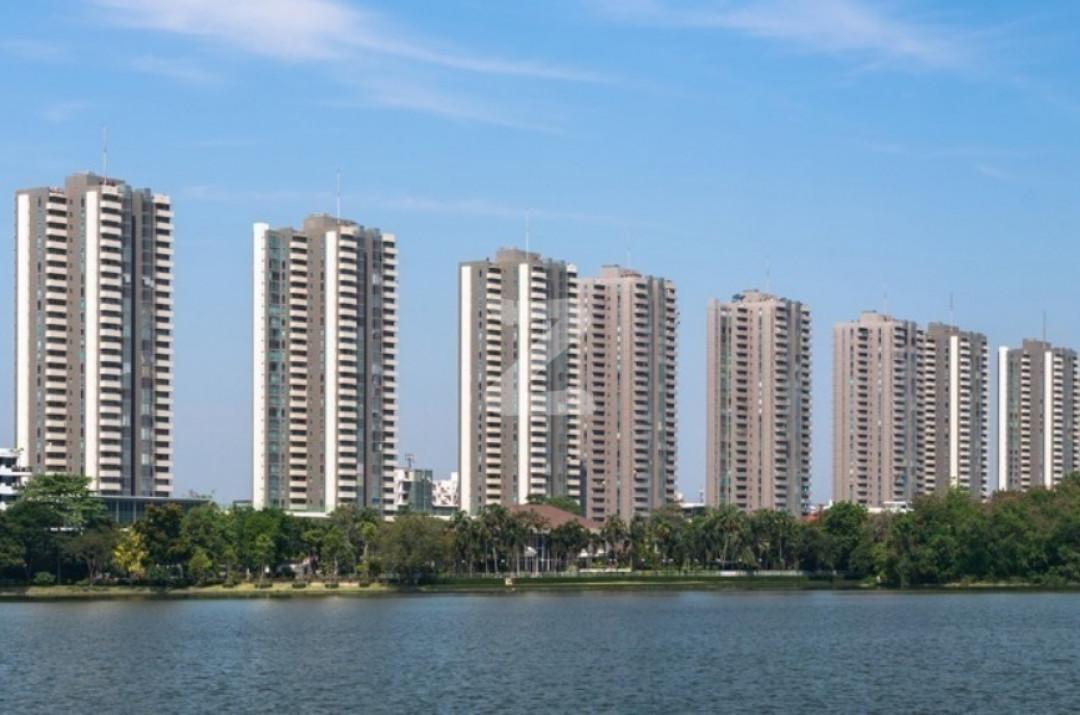 เดอะ เลค คอนโดมิเนียม The Lake Condominium